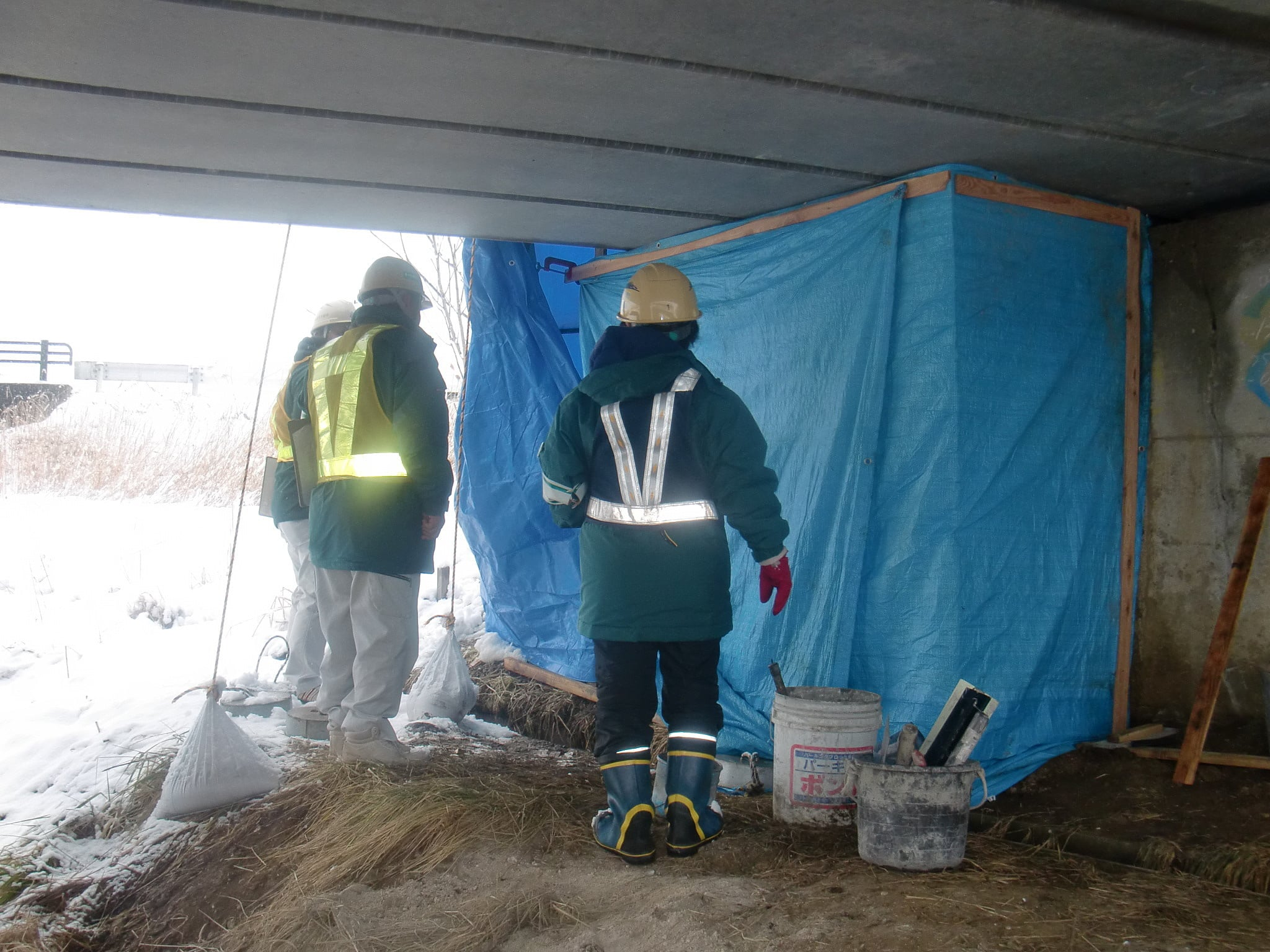 北堰下部工補修 作業状況1